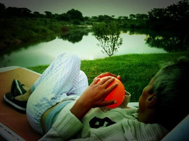 Claudia y su pelota - Photo Mariana Alba de Luna